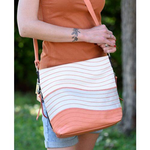 Csíkos trikolor női oldaltáska (narancssárga-ezüst-fehér)