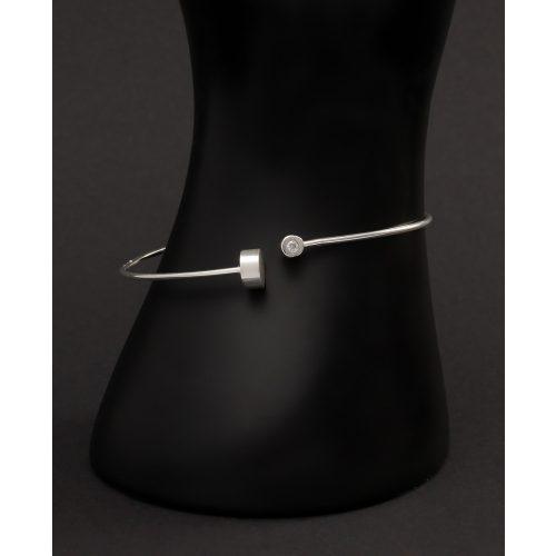 Merev állítható ezüst karkötő henger díszekkel