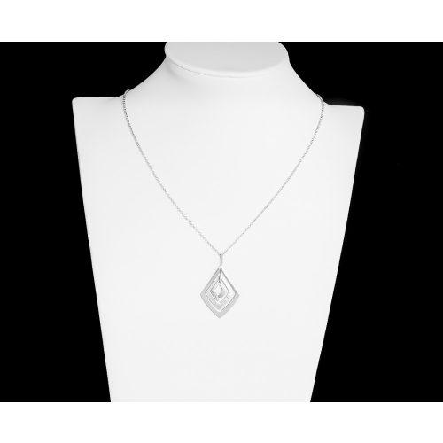 Vékony ezüst nyaklánc rombusz medálokkal